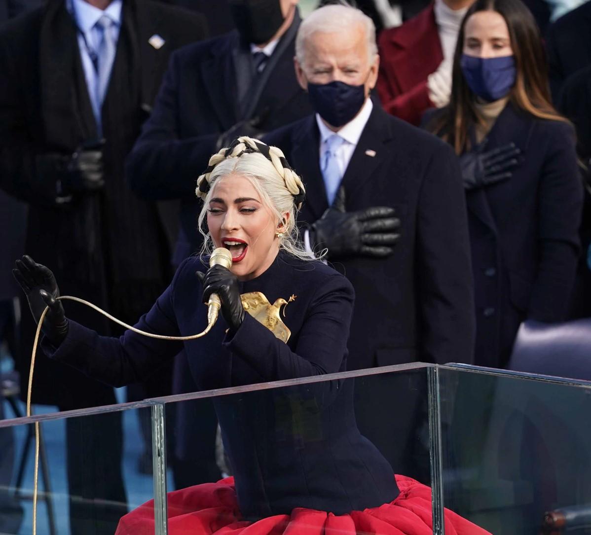 बाइडेनको शपथ ग्रहण समारोहमा सुपरस्टार लेडी गागाले गाइन राष्ट्रिय गान