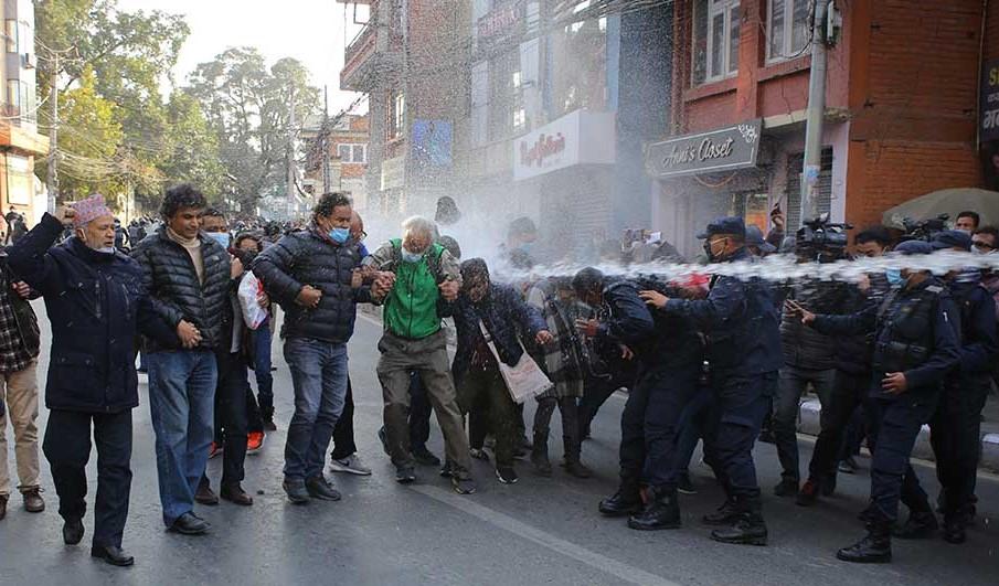 नागरिक मार्चमा प्रहरी हस्तक्षेप, पानीको फोहोरा र लाठी