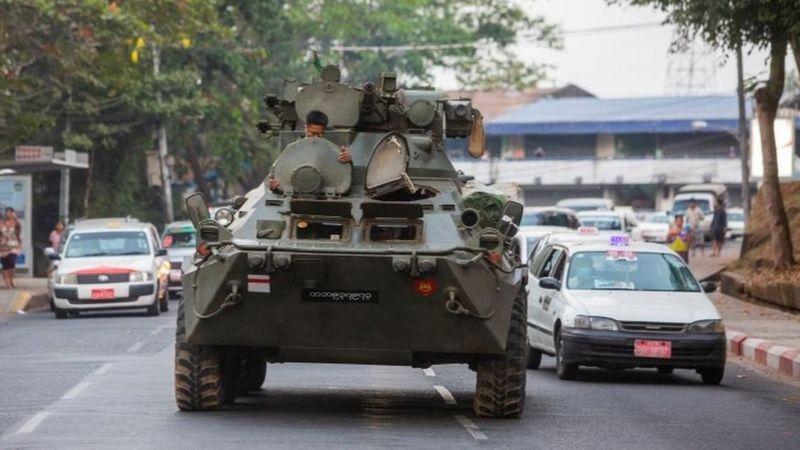 म्यानमार सडकमा सेनाका बख्तरबन्द गाडीहरु, इन्टरनेट सेवा बन्द
