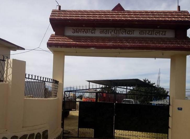 अमरगढी नगरपालिकाकाे जनमुखि काम, जनप्रतिनिधि चढ्ने गाडी विरामिकाे घर घरमा !