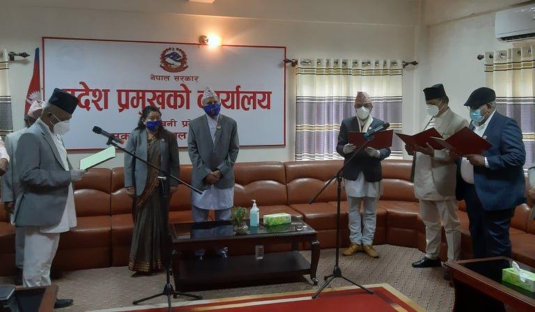 लुम्बिनी प्रदेशमा थपिएका ३ मन्त्रीहरुद्वारा शपथग्रहण