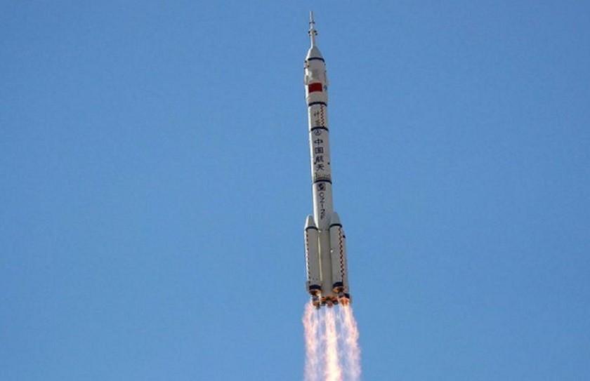 अन्तरिक्ष केन्द्र निर्माणमा तीन अन्तरिक्ष यात्री लिएर उड्यो चीनको शेन्झाउ–१२