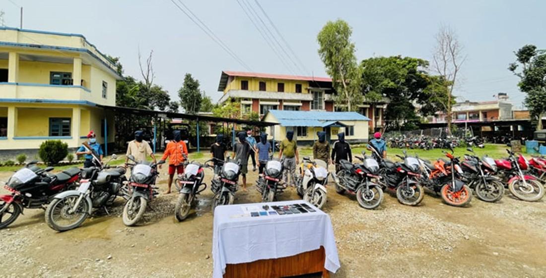 दाङमा चोरीएका १३ मोटरसाइकल सहित आठजना पक्राउ