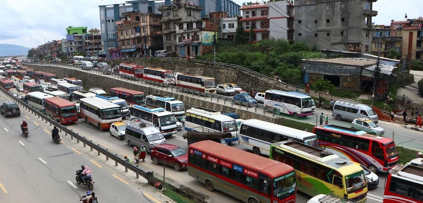 यातायात व्यवसायीको आन्दोलन: काठमाडौंको ट्राफिक अस्तव्यस्त
