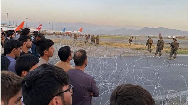 अफगानिस्तानको विमानस्थलमा अमेरिकी सेनाले चलायो गोली