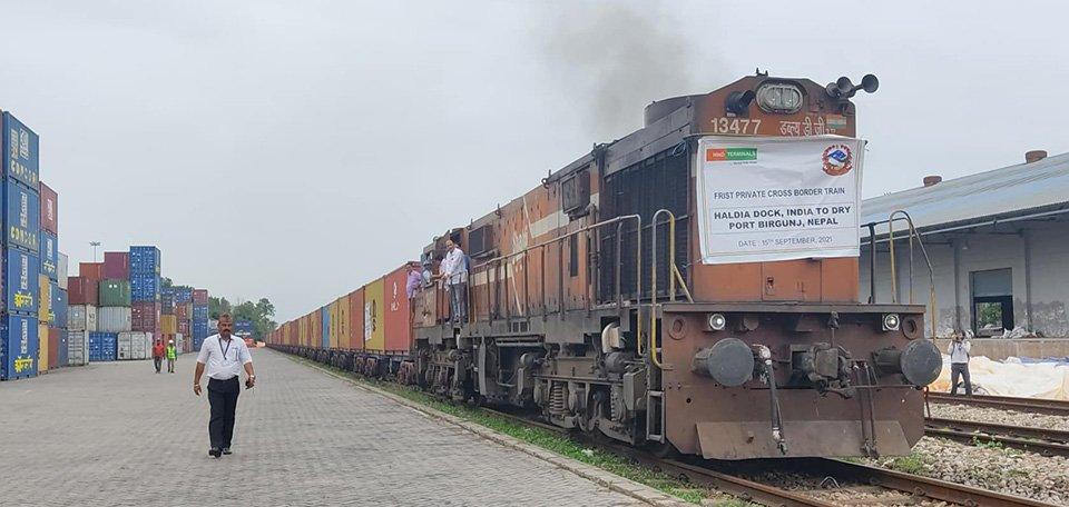 भारतबाट नेपालमा पहिलो पटक निजी कार्गो रेल वीरगञ्ज आइपुग्याे