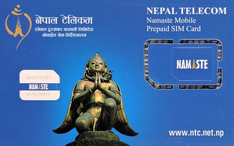 अन्तर्राष्ट्रिय ज्येष्ठ नागरिक दिवसमा नेपाल टेलिकमले ज्येष्ठ नागरिकलाई निःशुल्क सिम प्रदान गर्दै